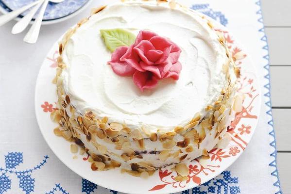 cream cake with rose