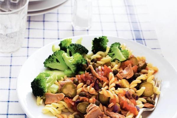 pasta with tomato tuna sauce