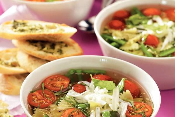 light minestrone soup