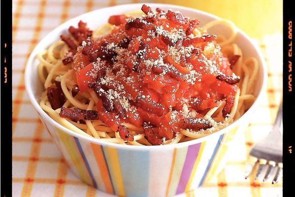 spaghetti with tomato-pepper sauce