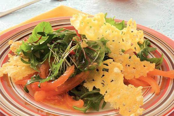 mixed salad with crispy cheese chips