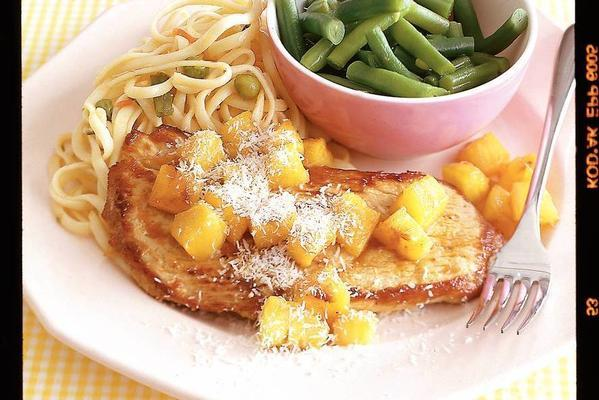 noodles with schnitzel and pineapple