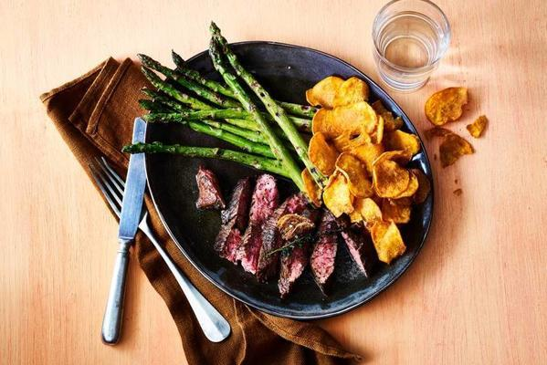 bavette with grilled asparagus and sweet potato chips