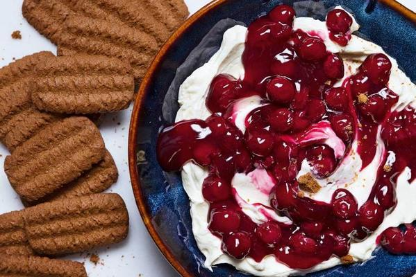 fast monochrome cake with cherries and bastogne