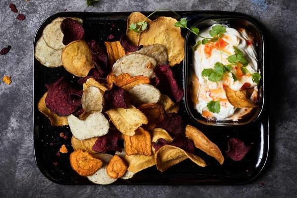 vegetable chips with a gooze dip