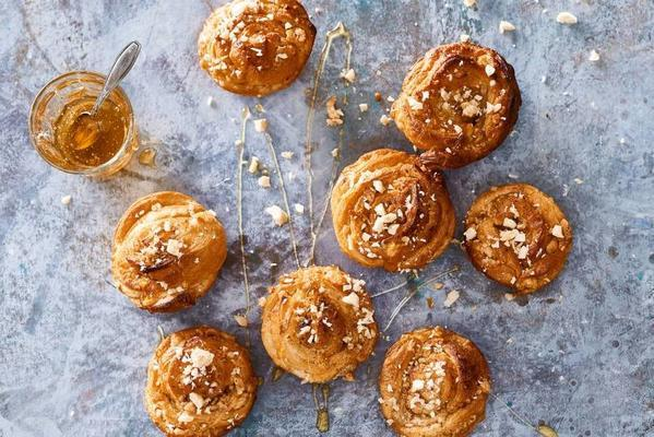fast honey buns with cinnamon and hazelnuts