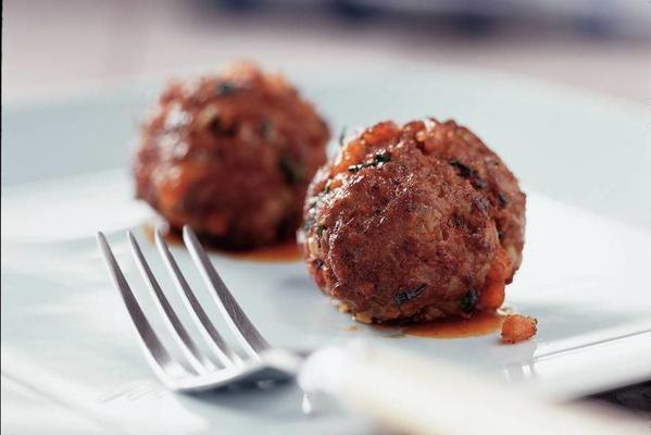 indonesian meatballs with spicy gravy