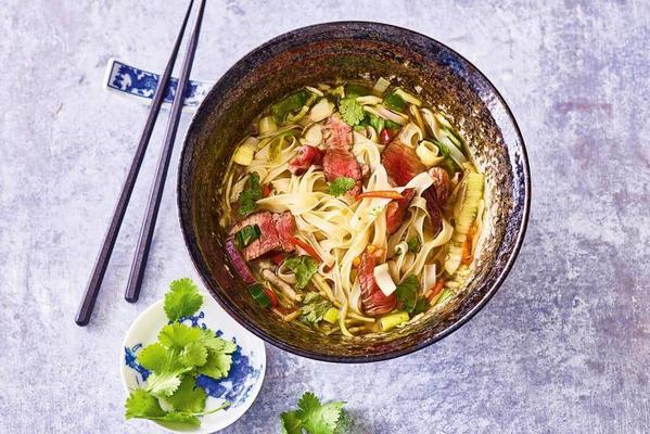 rice noodle soup with steak