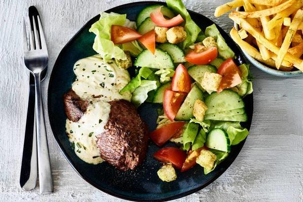 steak with bearnaise sauce and oven fries