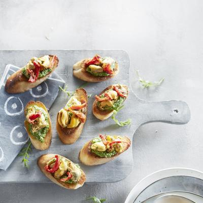 crostini with mussels and rucola pesto
