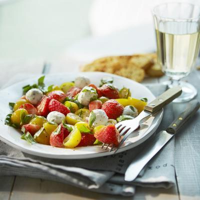 strawberry salad with marinated goat's cheese balls