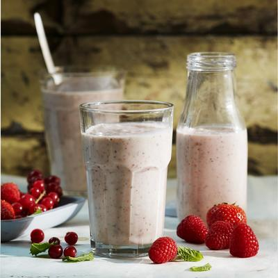 red fruit smoothie with fresh mint