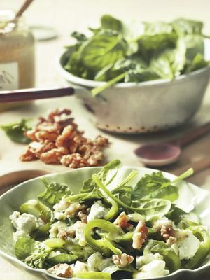 spinach salad with roasted bell pepper, feta and walnuts