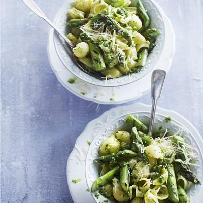 pasta shells with pesto and green asparagus