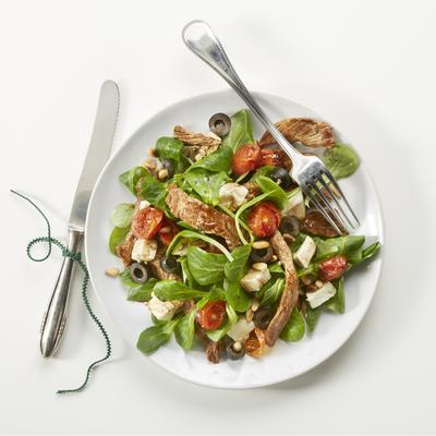 salad with beef ribs and roasted tomatoes