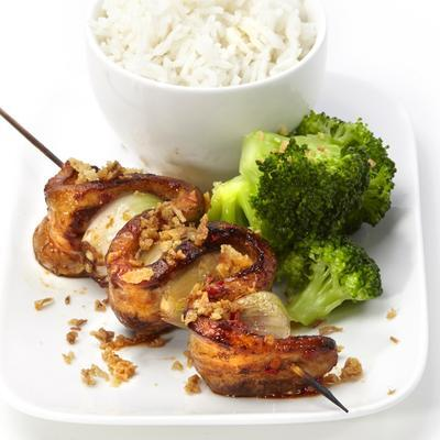 bacon skewers with rice and broccoli