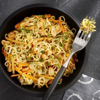 noodle salad with spicy peanut dressing