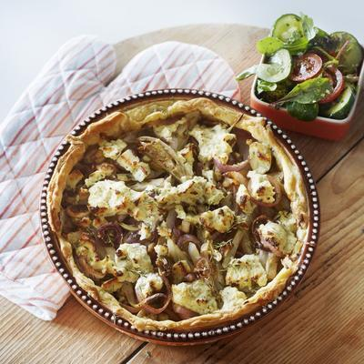 chicory pie with red onion and herb cheese