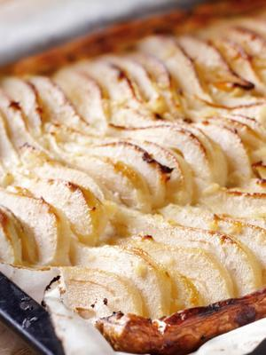 pear-plate cake with ginger and honey