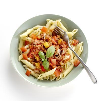 pasta with tuna, apple and tomato