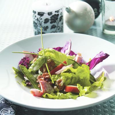 green salad with snow peas and smoked chicken