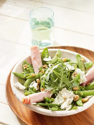 green vegetables with ham and honey-mustard dressing