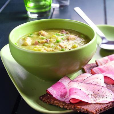 pea soup with rye bread and bacon