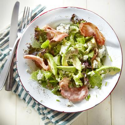 salad with blue cheese and bacon