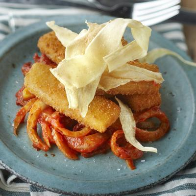 fish fingers on fennel with parsnip chips