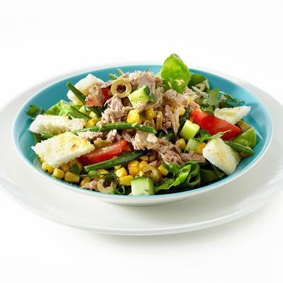 tuna salad with garlic croutons