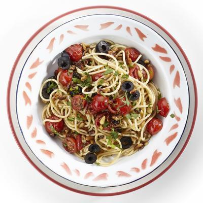 spaghetti with walnuts, tomato and olives
