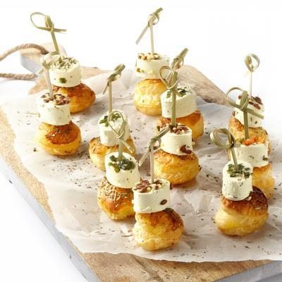 Paturain mini cheese with pesto on puff pastry