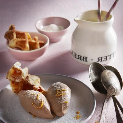 waffle waffle with chocolate mousse