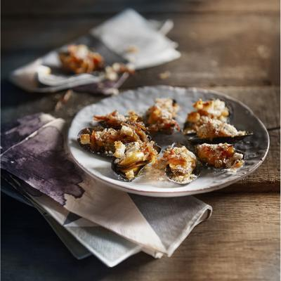 gratinated mussels with bacon