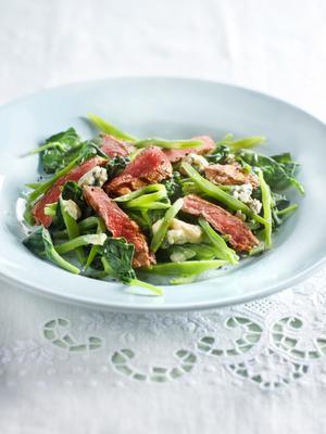 sirloin steak with lukewarm haricot spinach salad