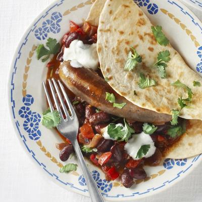chili con carne with sausage and tortillas