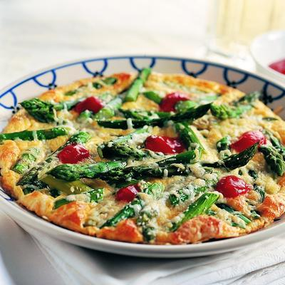 omelet with green asparagus and cheese