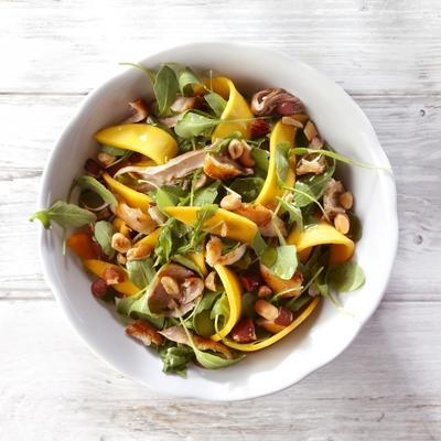 mango salad with nuts and chicken