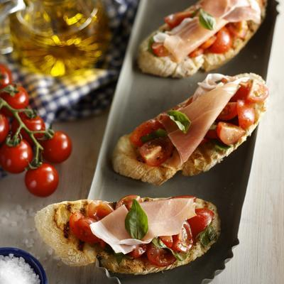 bruschetta with tomato, basil and parma ham