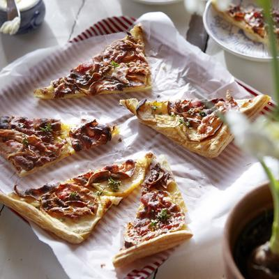 puff pastry pie with bacon and apple