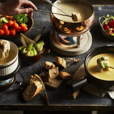spicy goat cheese fondue with honey