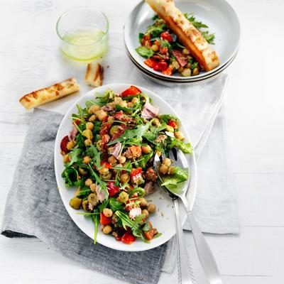 chickpea salad with chorizo ​​and tuna