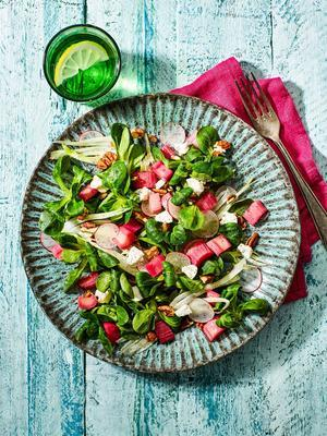 salad with rhubarb and goat's cheese