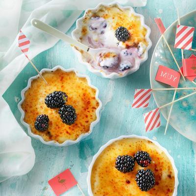 crème brûlée of yogurt with blackberries