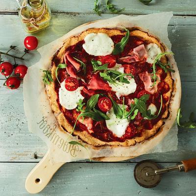 cauliflower pizza with mozzarella and raw ham