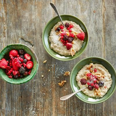 oatmeal with forest fruits, walnuts and coconut