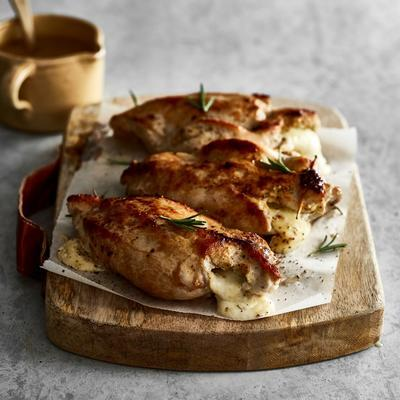 chicken fillet filled with mustard and mozzarella