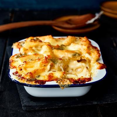 max 'n cheese with four-cheese sauce