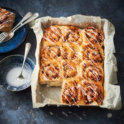 almond rolls with raisins and rosemary