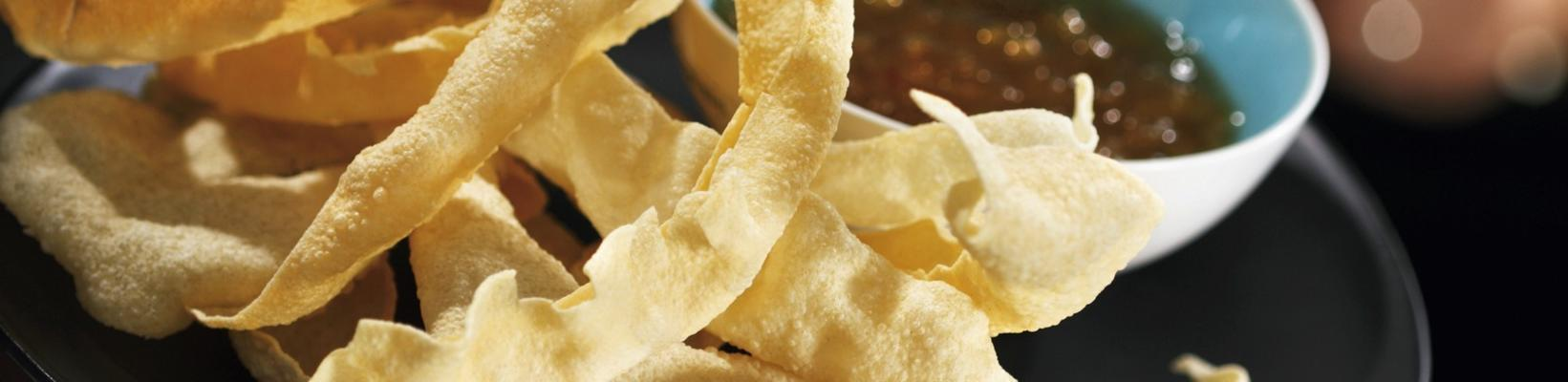 sling chips with chutney dip